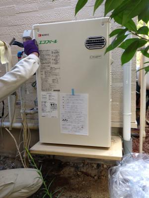 給湯器取替工事 千曲市新山で石油給湯器取替工事